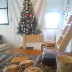 コーヒー/暮らしを整える/暮らし/クリスマス/小掃除/掃除/... クリスマス飾りを貼ってよりクリスマス感ア…
