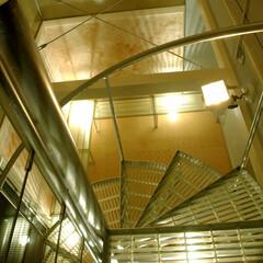 螺旋階段/行灯/FRP 螺旋階段は決して登りやすい階段とはいえな…