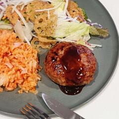 カゴメ ケチャップ 500g(ケチャップ)を使ったクチコミ「今日の晩御飯  お昼に作ったチキンライス…」