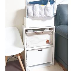 スタンザインテリア 1502-na-wh イームズ シェルチェア ホワイト(ベビーラック、チェア)を使ったクチコミ「【リビング棚】 ほぼ息子のおもちゃに 占…」