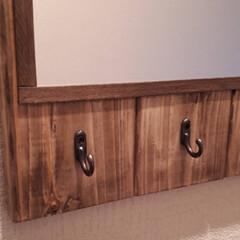 壁掛けフック/鏡リメイク/玄関インテリア/雑貨/ハンドメイド 玄関先に鏡と小物を吊り下げるフックを1つ…(3枚目)