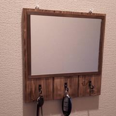 壁掛けフック/鏡リメイク/玄関インテリア/雑貨/ハンドメイド 玄関先に鏡と小物を吊り下げるフックを1つ…