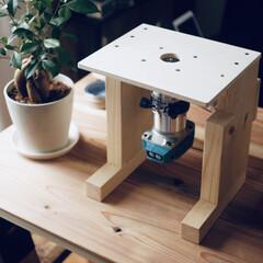 カフェ板/定規/観葉植物のある暮らし/すのこリメイク/ローテーブル/スマホスピーカー/... 最近の簡単DIy✨を載せておきます。 暇…(1枚目)